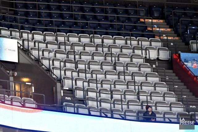 Il y avait de longues rangées de bancs... (Photo Bernard Brault, La Presse)
