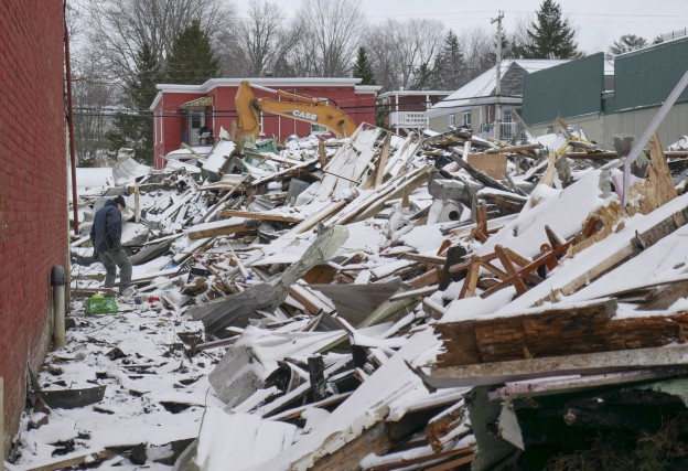 Il ne restait que des débris, jeudi, sur... (Spectre média, René Marquis)