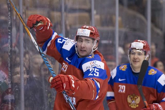 Le centre des Olympiques, Yakov Trenin, est ravi... (Chris Young, La Presse canadienne)