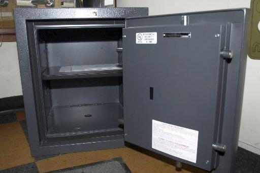 L'argent confisqué par les policiers dans le coffre... (Archives)