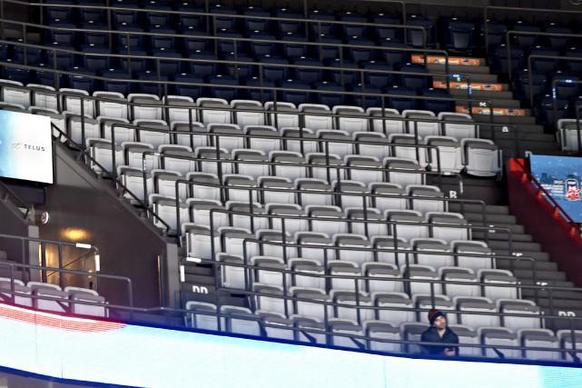 Les gradins étaient vies lors du match de... (La Presse photo Bernard Brault)