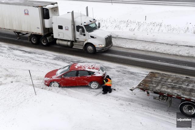 Une sortie de route survenue sur l'autoroute 70,... (Photo Le Quotidien, Jeannot Lévesque)