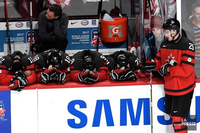 Les joueurs canadiens étaient déçuˆs à la suite... (PHOTO BERNARD BRAULT, LA PRESSE)