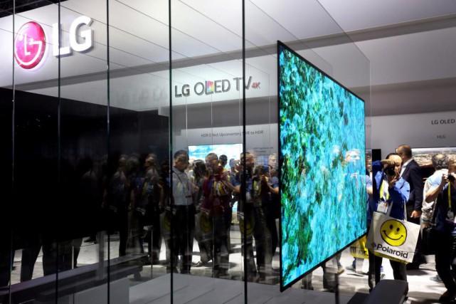 La technologie OLED émet sa propre lumière directement... (PhotoSteve Marcus, Reuters)