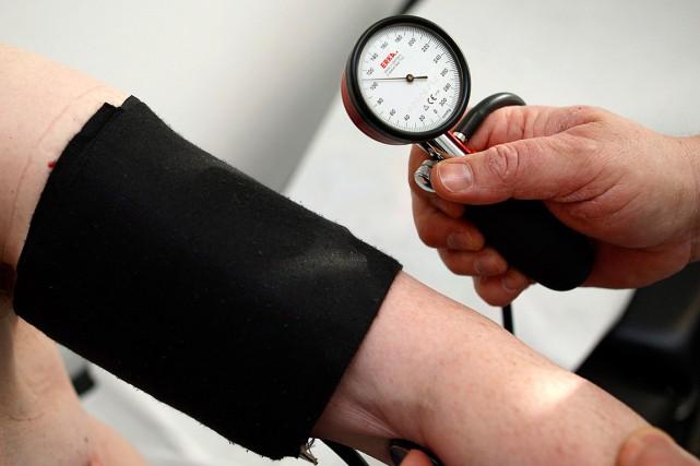 La moitié des Canadiens souffrent d'hypertension artérielle, mais la majorité... (Photo Thomas Kienzle, archives AP)