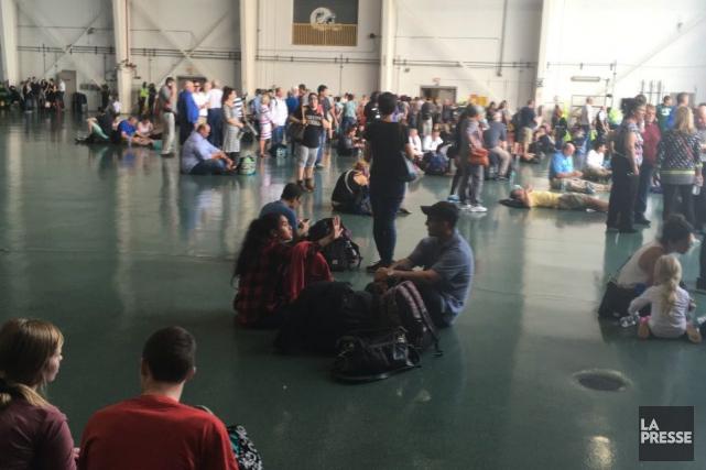 Un hangar de l'aéroport de Fort Lauderdaleoù ont... (Photo fournie par une Québécoise sur place)