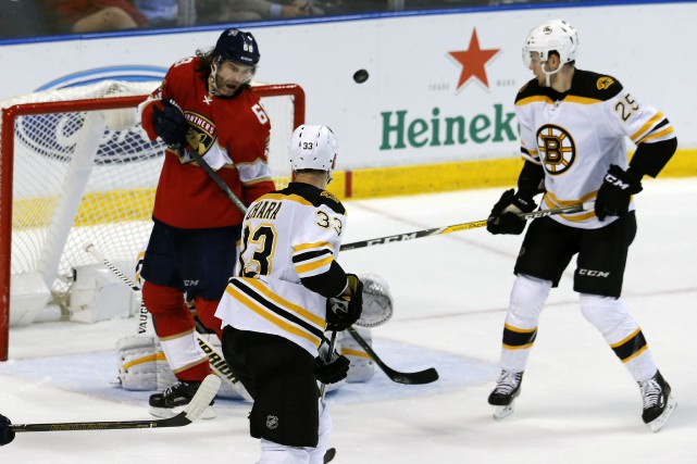 L'avion des Bruins a atterri à Miami un... (Photo archives AP)