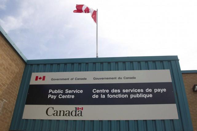 Le Centre des services de payes de la... (Archives, La Presse canadienne)