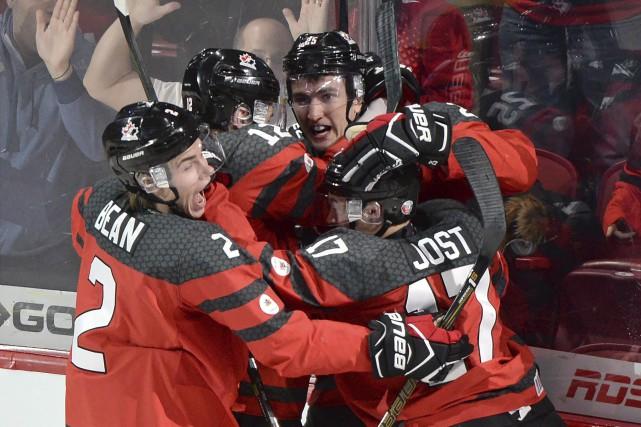 Nicolas Roy a célébré son but, jeudi soir,... (Photo La Presse canadienne, Paul Chiasson)