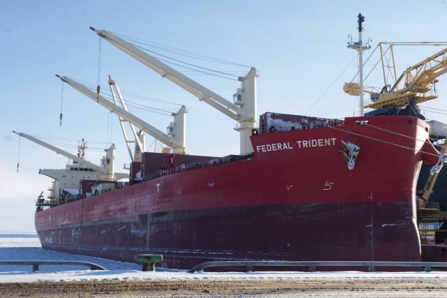 Photo: Stéphane LessardLe premier navire de l'année au...