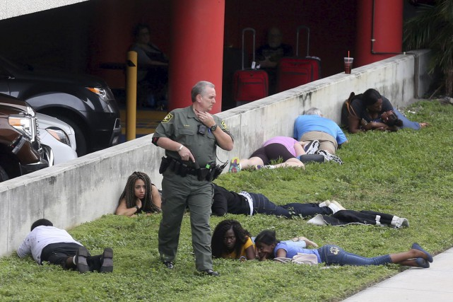 La fusillade de l'aéroport de Fort Lauderdale a... (AP, Mike Stocker)