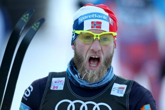 Le Norvégien Martin Johnsrud Sundby a coiffé Sergey... (Andrea Solero/ANSA via AP)