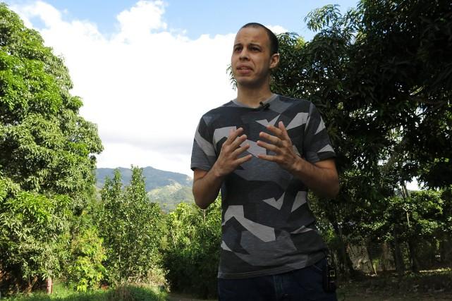 S'exprimant en espagnol à l'extérieur de la maison... (AP, Danica Coto)