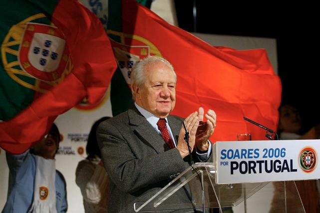 Mario Soares en janvier 2006... (AFP, FRANCISCO LEONG)