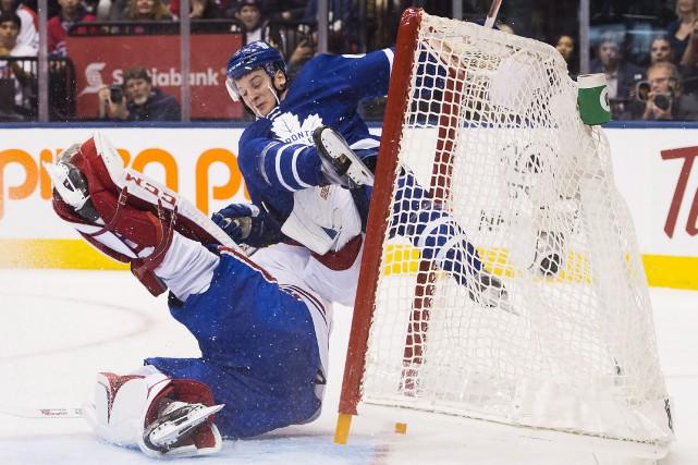 La collision entre Zach Hyman et le gardien... (La Presse canadienne, Nathan Denette)