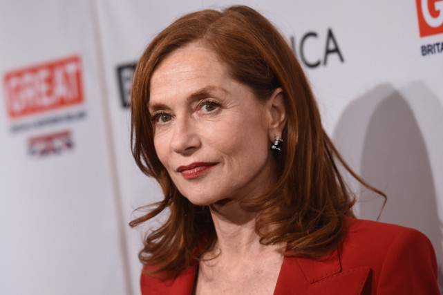 Isabelle Huppert était à Los Angeles, samedi.... (PHOTO AFP)