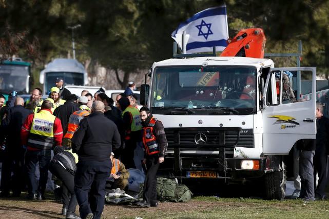 Le camion d'un sympathisant du groupe État islamique... (AFP, Ahmad Gharabili)
