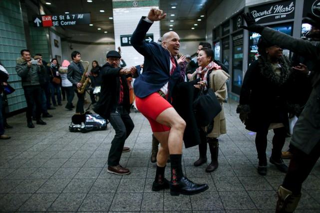 Les déplacements en métro sans pantalon devaient se... (AFP, Kena Betancur)