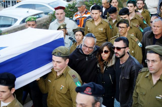 La famille et les proches de Yaël Yekoutiel... (photo Baz Ratner, REUTERS)