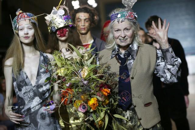 Vivienne Westwood en compagnie de quelques-uns de ses... (PHOTO REUTERS)