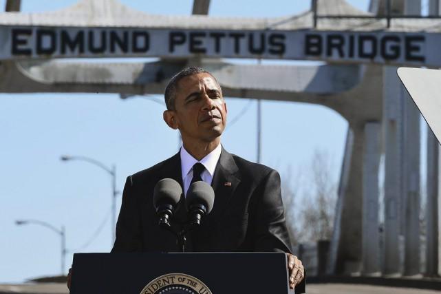 Le 7 mars 2015, devant le pont Edmund...