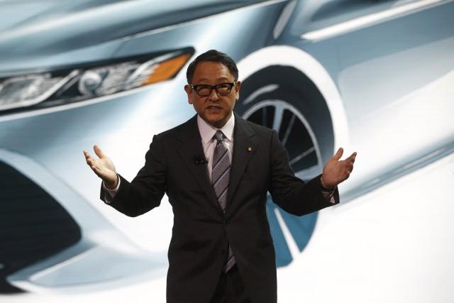 Akio Toyoda, président de Toyota, s'adresse aux médias... (Photo : REUTERS)