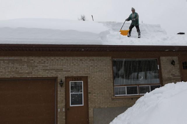 Avec l'arrivée des bordées de neige est arrivé aussi le combat contre la neige... (Le Soleil, Caroline Grégoire)