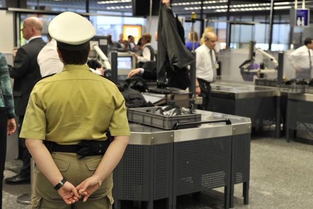 Les aéroports Trudeau de Montréal, Pearson de Toronto... (Archives AFP)