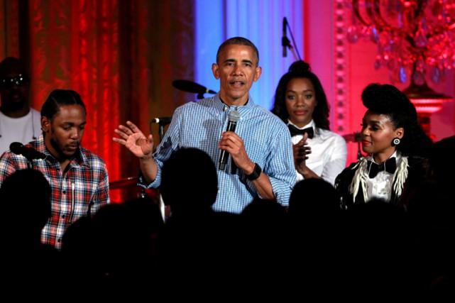 Le rappeur acclamé Kendrick Lamar (à gauche) a... (PHOTO REUTERS)