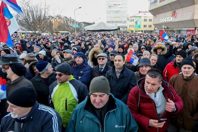 Les Serbes de Bosnie ont défié lundi Sarajevo... (AFP)