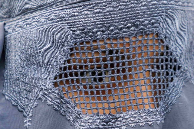 Le port de la burqa reste un phénomène... (photo Fayaz Aziz, archives REUTERS)