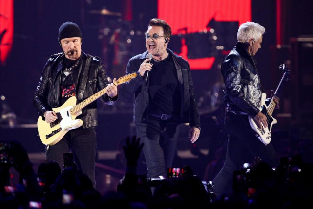 The Edge, Bono et Adam Clayton du groupe... (photo John Salangsang, archives associated press)