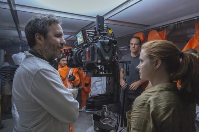 Denis Villeneuve sur le plateau de tournage d'Arrival,... (Paramount Pictures)