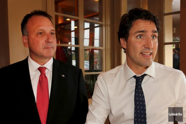 Le député de Shefford Pierre Breton (à gauche)... (Alain Dion, archives La Voix de l'Est)