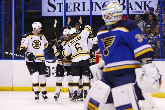 Les Bruins vont compléter un séjour de quatre... (Photo Billy Hurst, AP)