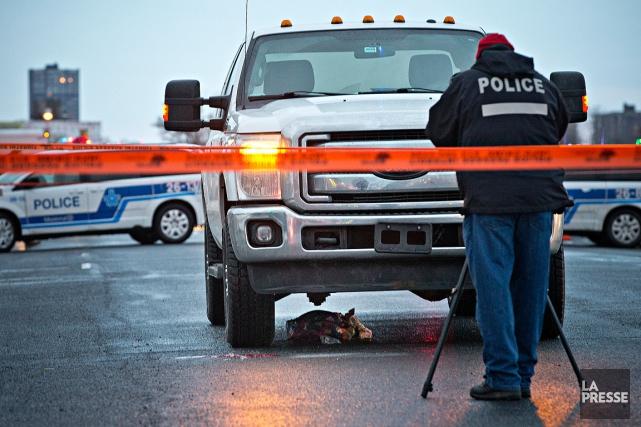 La police enquête sur les lieux de l'accident,à... (Patrick Sanfaçon, La Presse)
