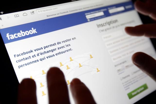 Les fraudeurs se servent souvent des réseaux sociaux,... (Photo archives Reuters)