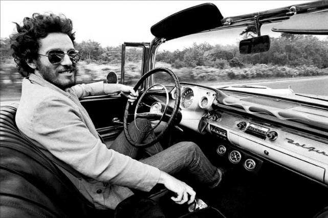 Photo d'archives de Bruce Springsteen au volant d'une... (PHOTO ARCHIVES REUTERS)