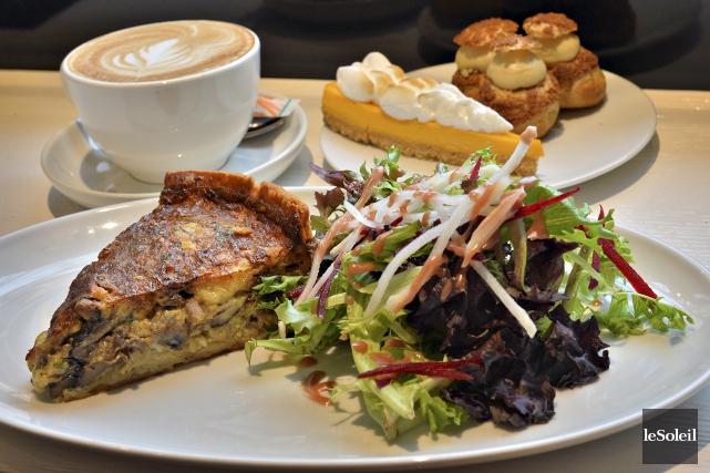Quiche, salade, café et gourmandises du Comptoir Boréal... (Le Soleil, Patrice Laroche)
