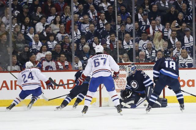 Phillip Danault a traversé la patinoire de bout... (La Presse canadienne, John Woods)