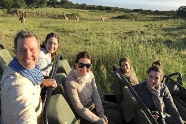 Ricardo avec sa famille, lors d'un safari en... (Fournie par Ricardo Larrivée)