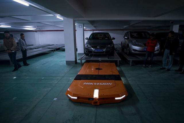 La société Hikvision teste actuellement son stationnement robotisé...