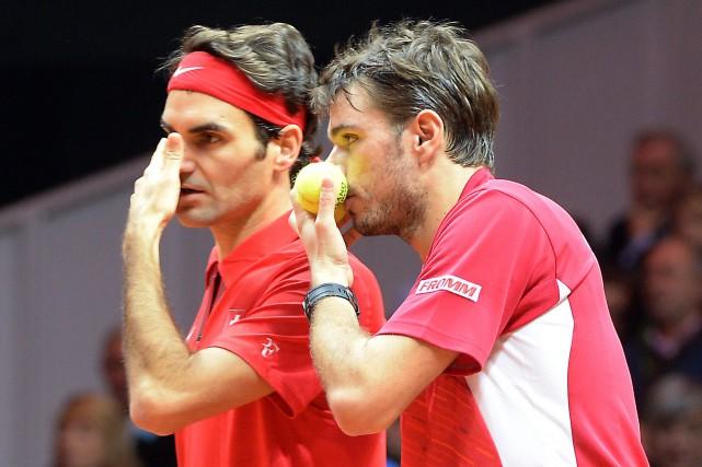 Roger Federer et Stanislas Wawrinka... (Photo Denis Charlet, archives AFP)