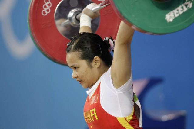 L'haltérophile chinoise Xiexia Chen avait remporté l'or chez... (Photo Andres Leighton, archives AP)