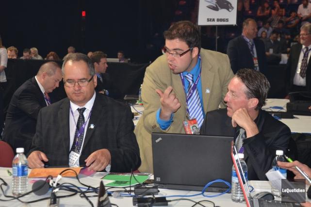 Carl Bouchard, Alexandre GAlexandre Gauthier (au centre), alors... (Archives Le Quotidien)