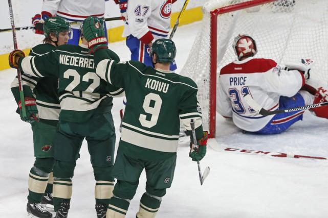 Il y a eu une leçon de hockey qui a été donnée sur la glace du Xcel Energy... (PHOTO AP)