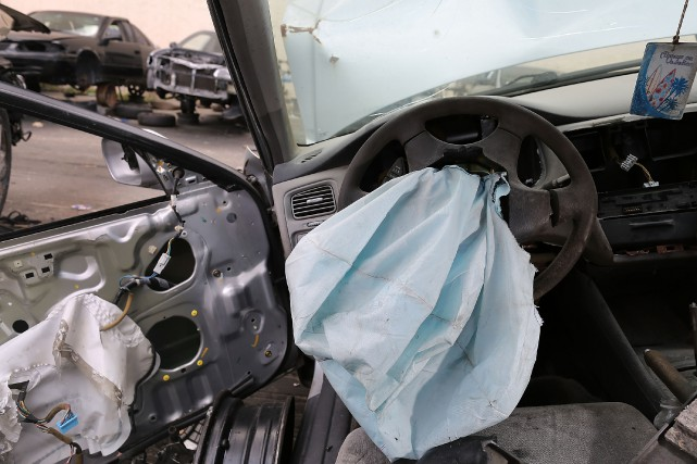 Cette photo prise chez un recycleur montre l'airbag... (Photo : Getty via AFP)