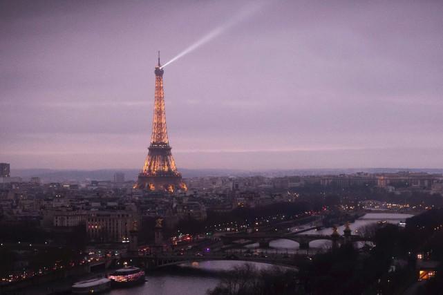 La Tour Eiffel... (PHOTO ARCHIVES AP)