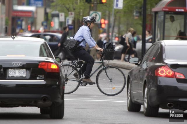 La courtoisie est toujours fragile entre cyclistes et... (archives La Presse)