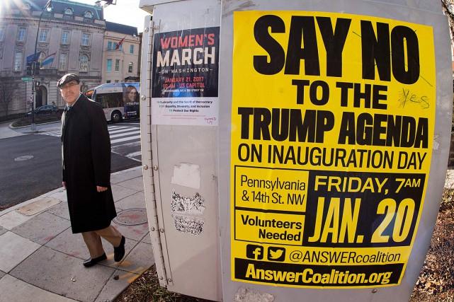 Une affiche appelle les contestataires à manifester lors... (PHOTO PAUL J. RICHARDS, ARCHIVES AFP)